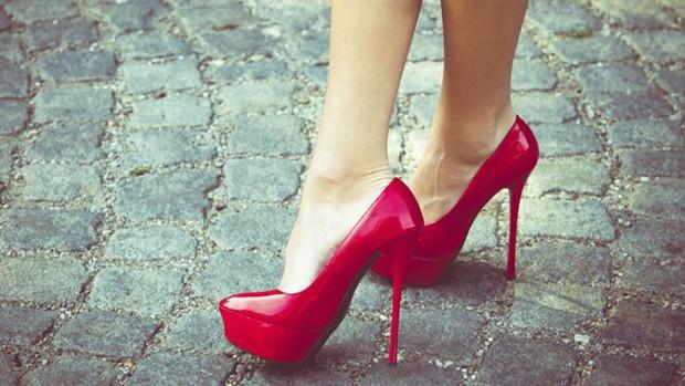 Mang giày cao gót có ảnh hưởng tới khả năng sinh sản? - Ảnh 1.