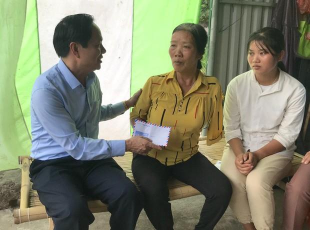 Nữ sinh nghèo phải cất giấy báo nhập học được lãnh đạo trường ĐH về tận nhà đón ra trường nhập học - Ảnh 3.