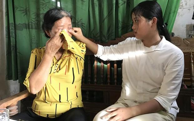 Nữ sinh nghèo phải cất giấy báo nhập học được lãnh đạo trường ĐH về tận nhà đón ra trường nhập học - Ảnh 1.