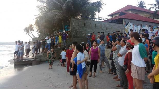 4 sinh viên TP.HCM bị sóng cuốn mất tích ở Bình Thuận - Ảnh 2.