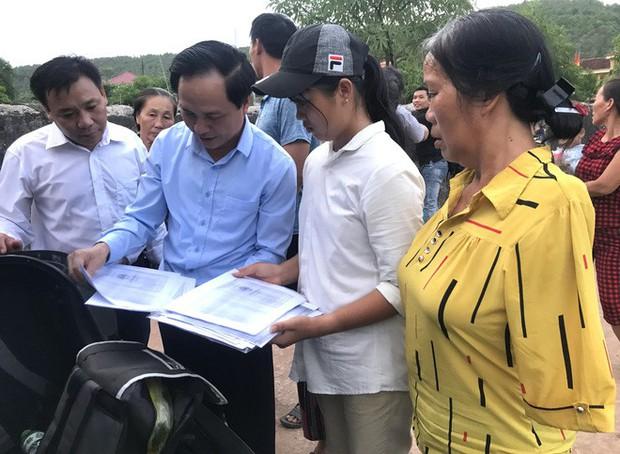 Nữ sinh nghèo phải cất giấy báo nhập học được lãnh đạo trường ĐH về tận nhà đón ra trường nhập học - Ảnh 4.