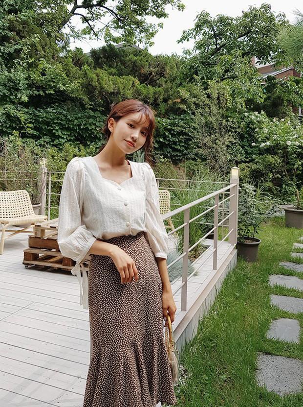 Hoa hậu Thu Thảo đích thị là tín đồ của áo blouse và bạn sẽ không phải hối hận nếu học cô sắm 5 kiểu sau - Ảnh 4.