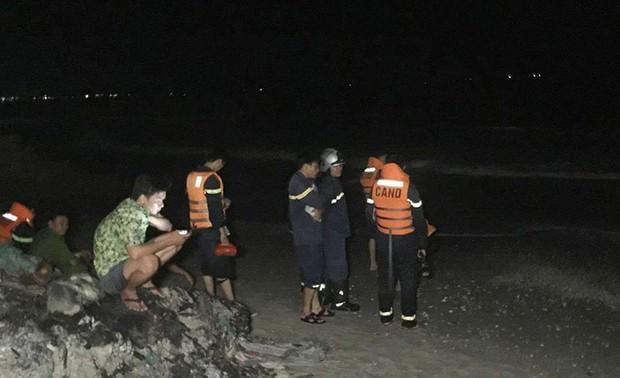 4 sinh viên TP.HCM bị sóng cuốn mất tích ở Bình Thuận - Ảnh 4.