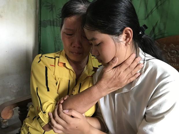 Nữ sinh nghèo phải cất giấy báo nhập học được lãnh đạo trường ĐH về tận nhà đón ra trường nhập học - Ảnh 6.