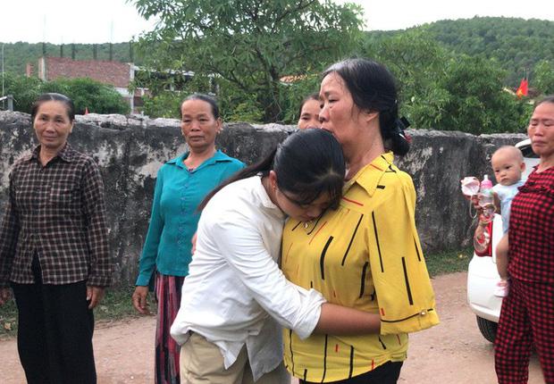 Nữ sinh nghèo phải cất giấy báo nhập học được lãnh đạo trường ĐH về tận nhà đón ra trường nhập học - Ảnh 7.