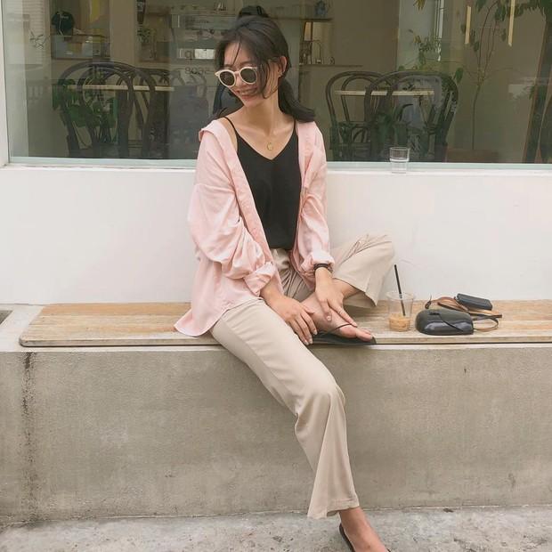 Mặc đẹp và sang không khó nếu bạn cứ diện 1 trong 4 mẫu áo sau với quần ống rộng - Ảnh 4.
