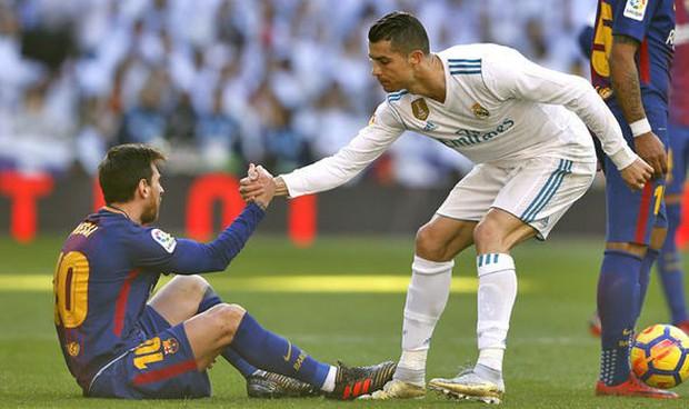 LẦN ĐẦU TIÊN: Ronaldo công khai bày tỏ ngưỡng mộ Messi, hé lộ khả năng đi ăn tối cùng nhau - Ảnh 1.