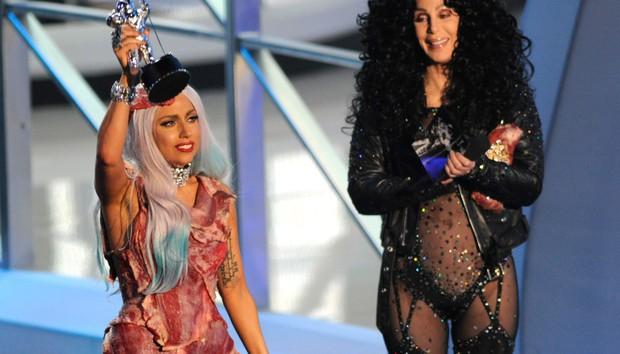 VMAs chính là lễ trao giải điên rồ nhất thế giới: Nụ hôn đồng tính của Britney, ca sĩ mặc váy thịt bò, chỉ trích trên sóng trực tiếp và chửi nhau ngay hậu trường - Ảnh 4.