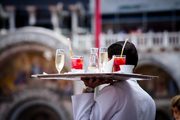"""Thế kỷ 21 rồi, vào nhà hàng, khách sạn tip bao nhiêu là đủ? Tip thế nào cho tế nhị, cho """"sang""""? - Ảnh 3."""