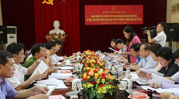 Nghi án bé gái 6 tuổi bị xâm hại tình dục ở Nghệ An: Công an công bố thông tin mới nhất - Ảnh 1.