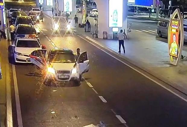 Thanh tra giao thông nói gì về clip chặn ô tô Grab tại đường dẫn sân bay Đà Nẵng gây xôn xao MXH? - Ảnh 1.