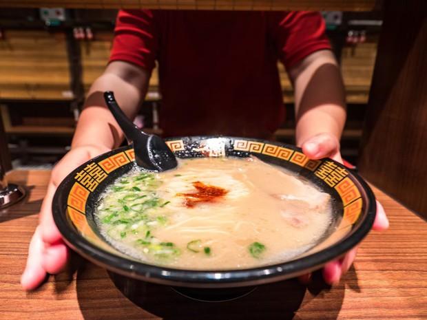 Chuyên trang Mỹ công bố 50 món ăn dù có phải bay vạn dặm cũng nên thử 1 lần trong đời, Việt Nam có 1 món được gọi tên! - Ảnh 13.