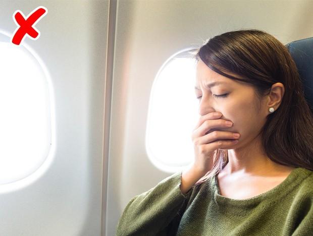 7 tips đơn giản để có một chuyến bay suôn sẻ chẳng mấy ai từng nói với bạn!  - Ảnh 9.