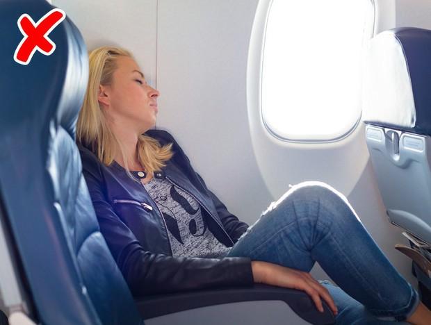 7 tips đơn giản để có một chuyến bay suôn sẻ chẳng mấy ai từng nói với bạn!  - Ảnh 11.