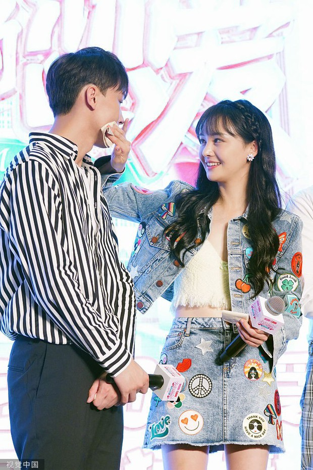 Although her boyfriend deliberately performed and admired Truong Chan, Trin Sang's eyes were still deeply passionate as she looked at her boyfriend - Photo 11.