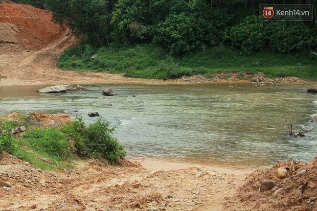 """Về vùng cao Bắc Giang nhìn người dân quanh năm vượt sông, lội suối để ra khỏi """"lũy tre làng"""" - Ảnh 1."""