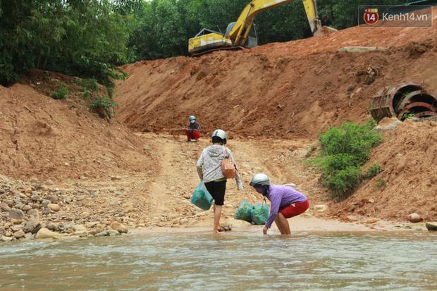 """Về vùng cao Bắc Giang nhìn người dân quanh năm vượt sông, lội suối để ra khỏi """"lũy tre làng"""" - Ảnh 9."""