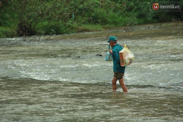 """Về vùng cao Bắc Giang nhìn người dân quanh năm vượt sông, lội suối để ra khỏi """"lũy tre làng"""" - Ảnh 7."""