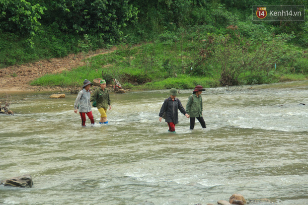 """Về vùng cao Bắc Giang nhìn người dân quanh năm vượt sông, lội suối để ra khỏi """"lũy tre làng"""" - Ảnh 6."""