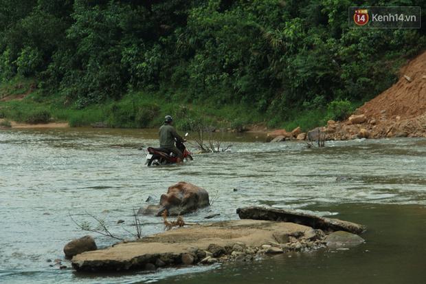 """Về vùng cao Bắc Giang nhìn người dân quanh năm vượt sông, lội suối để ra khỏi """"lũy tre làng"""" - Ảnh 16."""