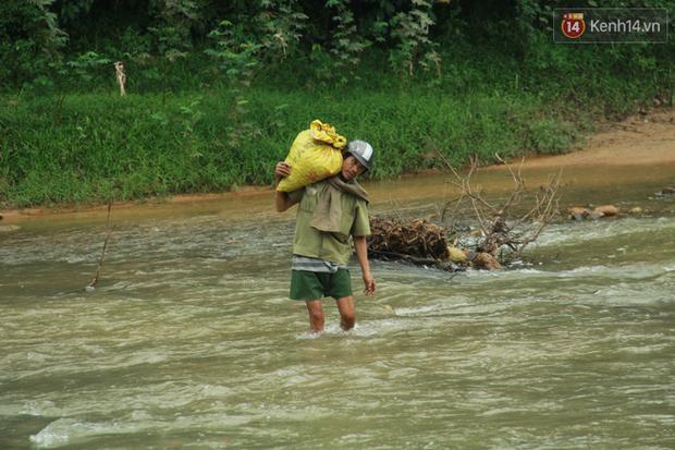 """Về vùng cao Bắc Giang nhìn người dân quanh năm vượt sông, lội suối để ra khỏi """"lũy tre làng"""" - Ảnh 15."""