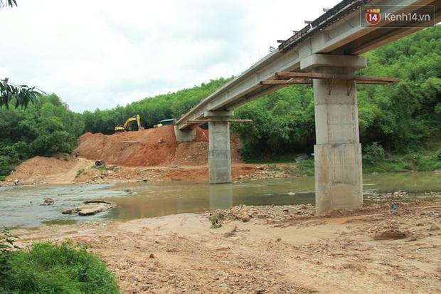 """Về vùng cao Bắc Giang nhìn người dân quanh năm vượt sông, lội suối để ra khỏi """"lũy tre làng"""" - Ảnh 2."""