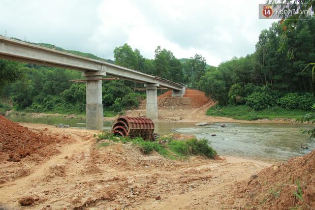 """Về vùng cao Bắc Giang nhìn người dân quanh năm vượt sông, lội suối để ra khỏi """"lũy tre làng"""" - Ảnh 21."""