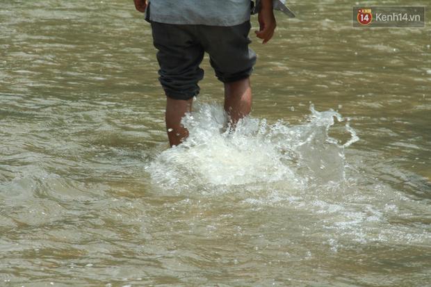 """Về vùng cao Bắc Giang nhìn người dân quanh năm vượt sông, lội suối để ra khỏi """"lũy tre làng"""" - Ảnh 4."""