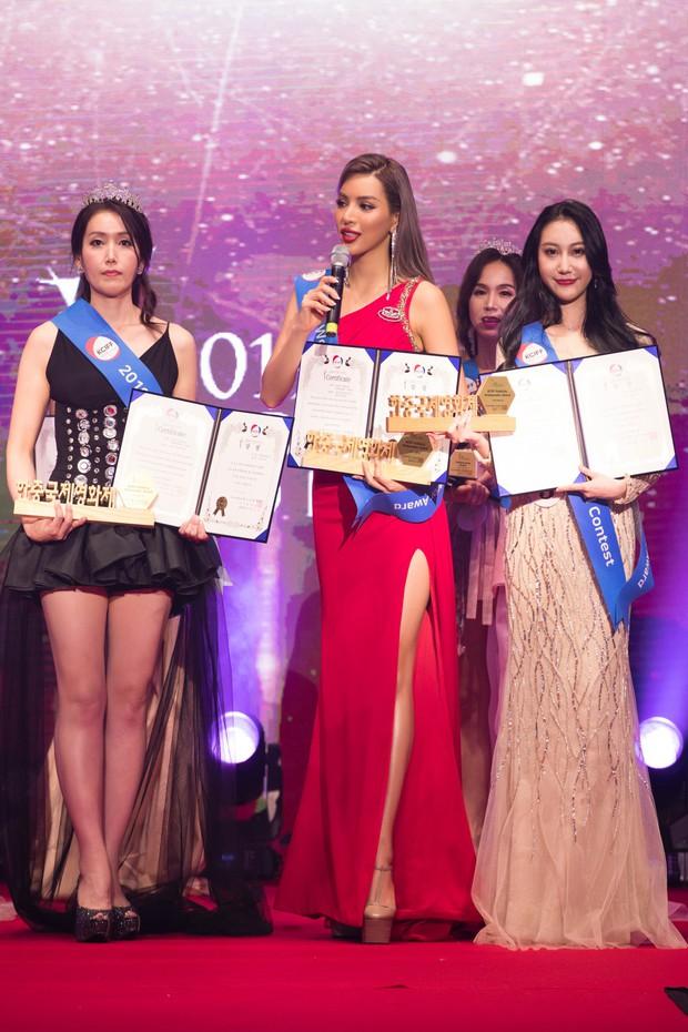 Khả Trang khoe sắc vóc chuẩn siêu mẫu tại Hàn, xuất sắc nhận được vinh dự mà nhiều mỹ nhân mơ ước - Ảnh 7.