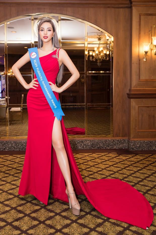 Khả Trang khoe sắc vóc chuẩn siêu mẫu tại Hàn, xuất sắc nhận được vinh dự mà nhiều mỹ nhân mơ ước - Ảnh 1.
