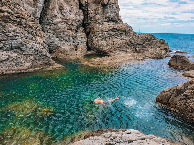 Đà Nẵng xuất hiện hồ bơi giữa biển đẹp y hệt nước ngoài, dân tình hớn hở rủ nhau đi sớm trước khi ai cũng biết chỗ này - Ảnh 18.