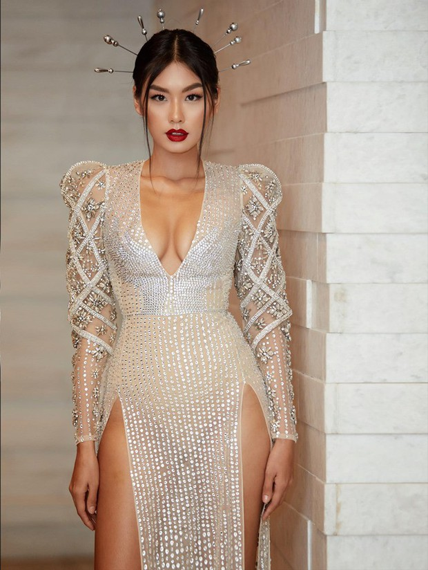 Cùng phá tan tành dress code của Elle Style Awards, nào ngờ Hari Won phải chào thua một cô nàng bốc lửa - Ảnh 2.