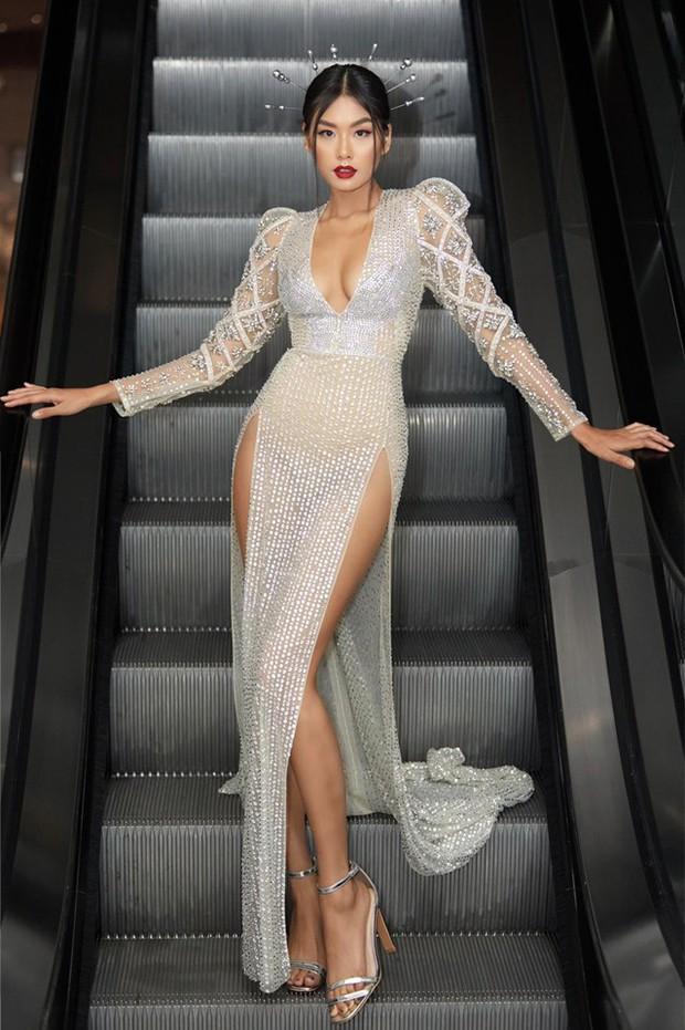 Cùng phá tan tành dress code của Elle Style Awards, nào ngờ Hari Won phải chào thua một cô nàng bốc lửa - Ảnh 3.