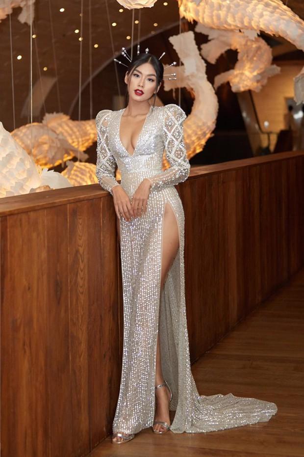 Cùng phá tan tành dress code của Elle Style Awards, nào ngờ Hari Won phải chào thua một cô nàng bốc lửa - Ảnh 4.