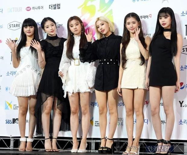Siêu thảm xanh ngày 2: Red Velvet gây sốc với váy thảm họa, tài tử Vì sao đưa anh tới dẫn đầu dàn diễn viên đọ sắc idol - Ảnh 18.