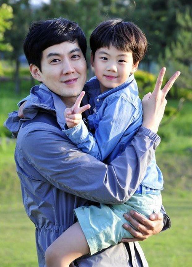 Dàn nhóc tỳ cực phẩm nhà sao Hàn: Nhan sắc xuất chúng thế này, idol và diễn viên tương lai đây chứ đâu? - Ảnh 11.