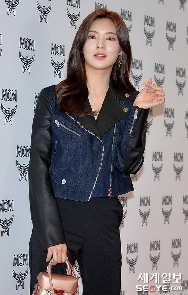 Nữ thần lai nhà YG đầy sang chảnh, Lee Da Hae mặt cứng đờ bên bạn gái Lee Kwang Soo và dàn sao xứ Hàn tại sự kiện - Ảnh 11.