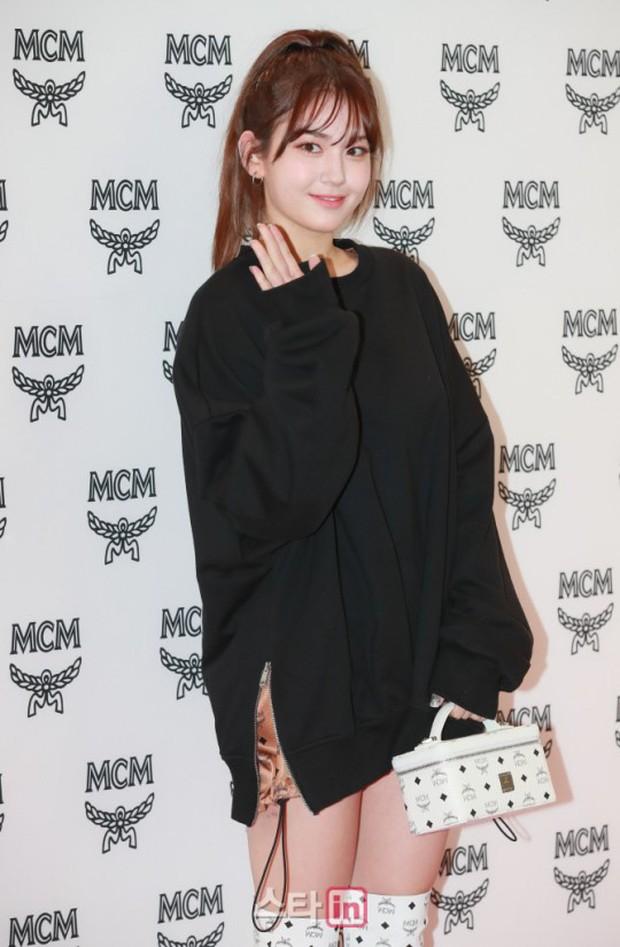 Nữ thần lai nhà YG đầy sang chảnh, Lee Da Hae mặt cứng đờ bên bạn gái Lee Kwang Soo và dàn sao xứ Hàn tại sự kiện - Ảnh 6.