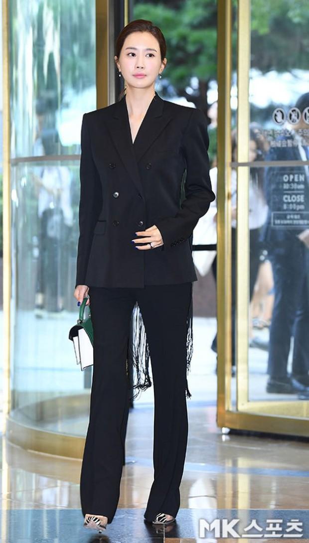 Nữ thần lai nhà YG đầy sang chảnh, Lee Da Hae mặt cứng đờ bên bạn gái Lee Kwang Soo và dàn sao xứ Hàn tại sự kiện - Ảnh 2.