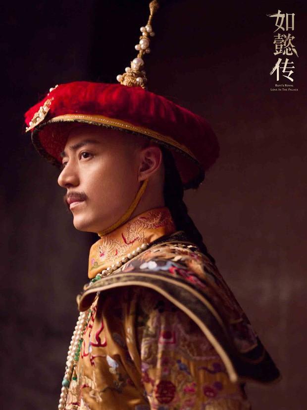 4 diễn viên Hoa Ngữ từng làm vua nhà Thanh: Trai trẻ Hoắc Kiến Hoa thua xa tình già của Tôn Lệ? - Ảnh 1.