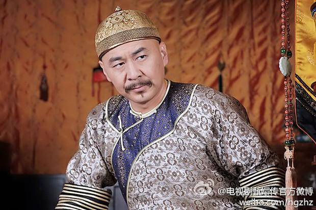4 diễn viên Hoa Ngữ từng làm vua nhà Thanh: Trai trẻ Hoắc Kiến Hoa thua xa tình già của Tôn Lệ? - Ảnh 8.