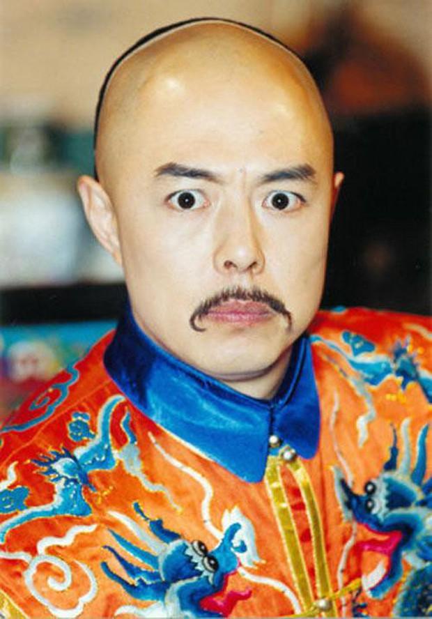 4 diễn viên Hoa Ngữ từng làm vua nhà Thanh: Trai trẻ Hoắc Kiến Hoa thua xa tình già của Tôn Lệ? - Ảnh 11.