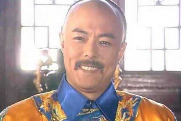 4 diễn viên Hoa Ngữ từng làm vua nhà Thanh: Trai trẻ Hoắc Kiến Hoa thua xa tình già của Tôn Lệ? - Ảnh 12.