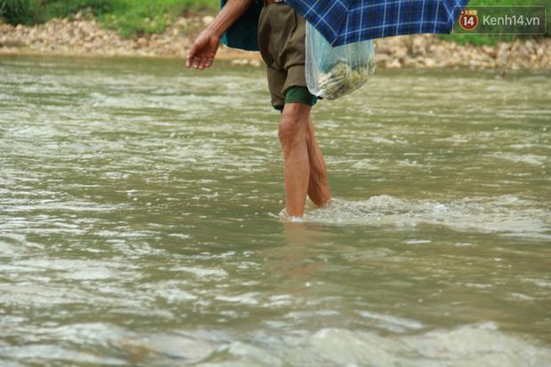 """Về vùng cao Bắc Giang nhìn người dân quanh năm vượt sông, lội suối để ra khỏi """"lũy tre làng"""" - Ảnh 11."""