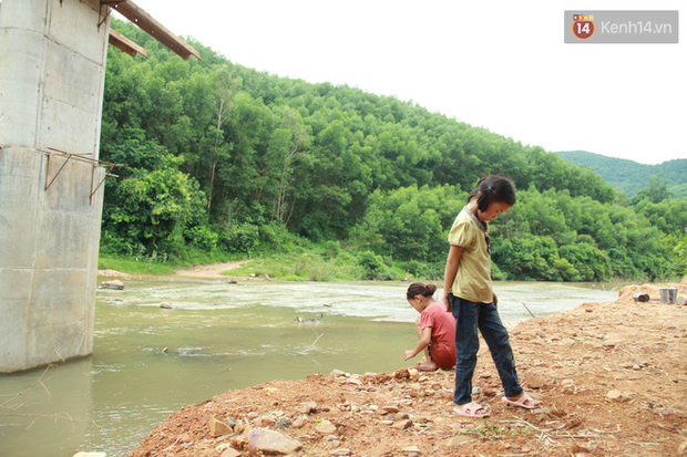 """Về vùng cao Bắc Giang nhìn người dân quanh năm vượt sông, lội suối để ra khỏi """"lũy tre làng"""" - Ảnh 24."""