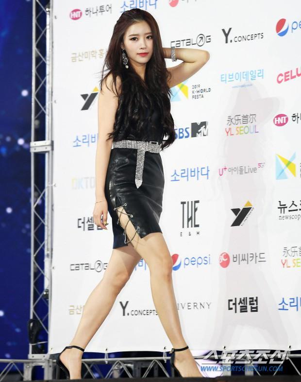 Siêu thảm xanh ngày 2: Red Velvet gây sốc với váy thảm họa, tài tử Vì sao đưa anh tới dẫn đầu dàn diễn viên đọ sắc idol - Ảnh 13.