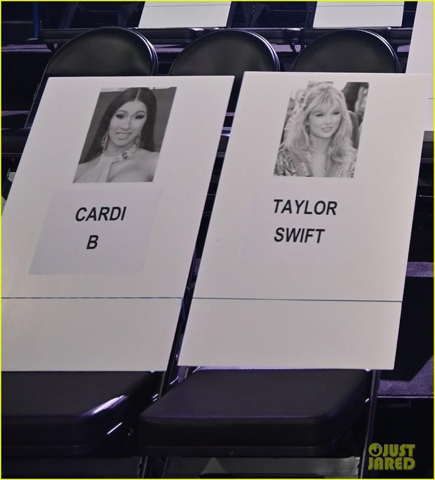 """Lộ vị trí chỗ ngồi VMAs 2019: Taylor Swift thoát kiếp """"bóng đèn"""" cho đôi Shawn – Camila, toại nguyện tình yêu với Cardi B - Ảnh 1."""