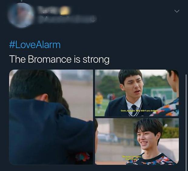 Love Alarm: Kim So Hyun đang có bồ vẫn bị trai đẹp nhất trường đè ra hôn giữa hẻm! - Ảnh 14.