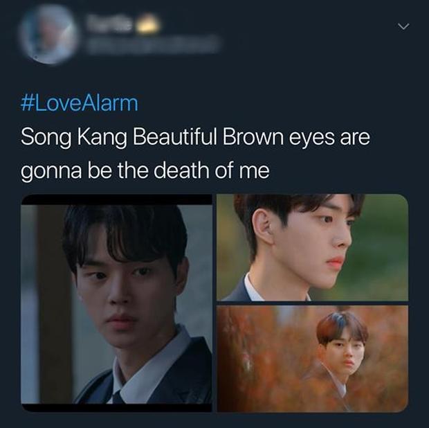Love Alarm: Kim So Hyun đang có bồ vẫn bị trai đẹp nhất trường đè ra hôn giữa hẻm! - Ảnh 5.
