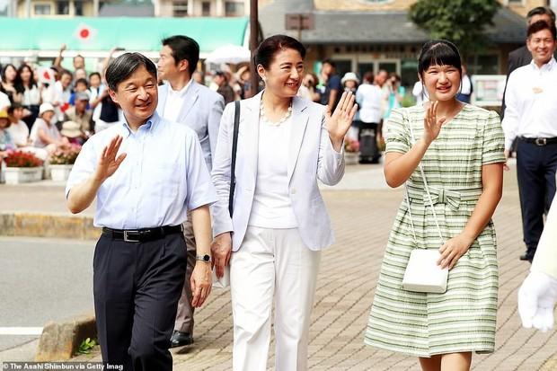 Không còn tự dìm hàng mình, Công chúa Nhật Bản bỗng dưng tỏa sáng trong lần xuất hiện mới nhất khiến ai cũng ngỡ ngàng - Ảnh 1.